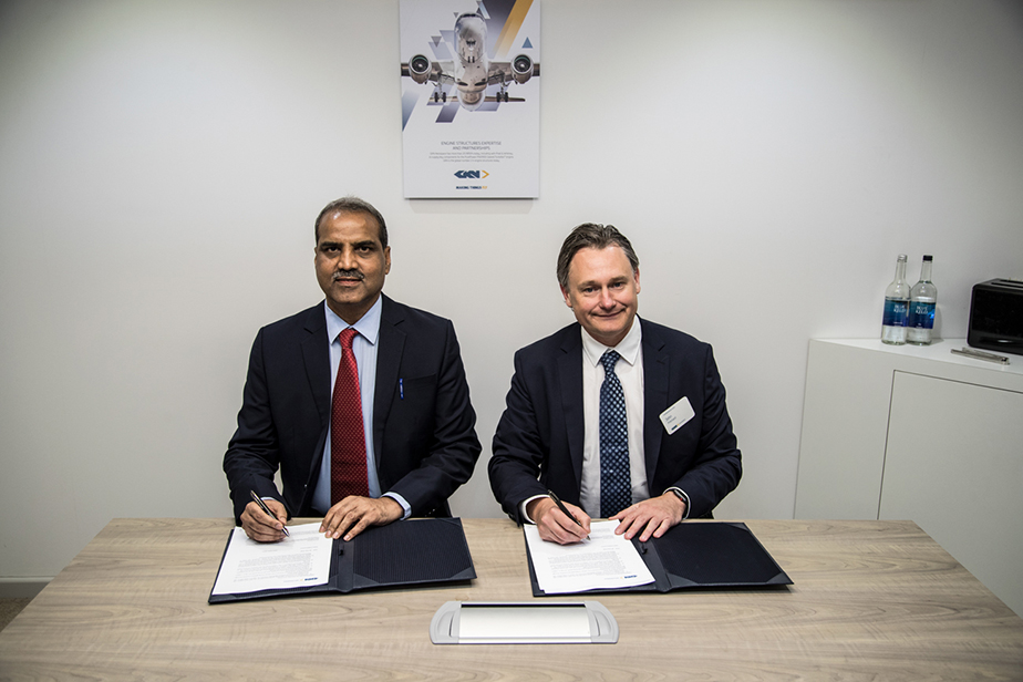 Mr. Suresh Kakani, Vice Chairman and Managing Director of the Maharashtra Airport Development Company and John Pritchard, CE0 Aerostructures and Systems Europe and Asia sign the MOU for the new facility in India