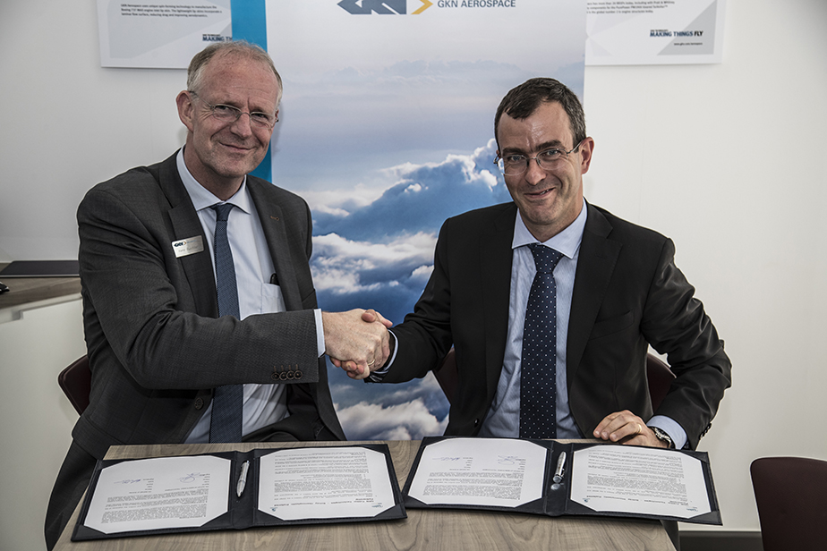 Carmelo Lo Faro, President Composites GBU Solvay and Hans Büthker CEO Fokker Technologies sign teaming agreement
